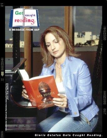 image Gloria Estefan reading a book