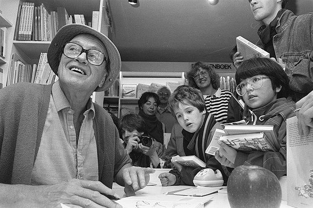 image Roald Dahl signing books