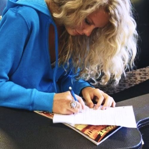 image Taylor Swift using non-traditional handwriting grip